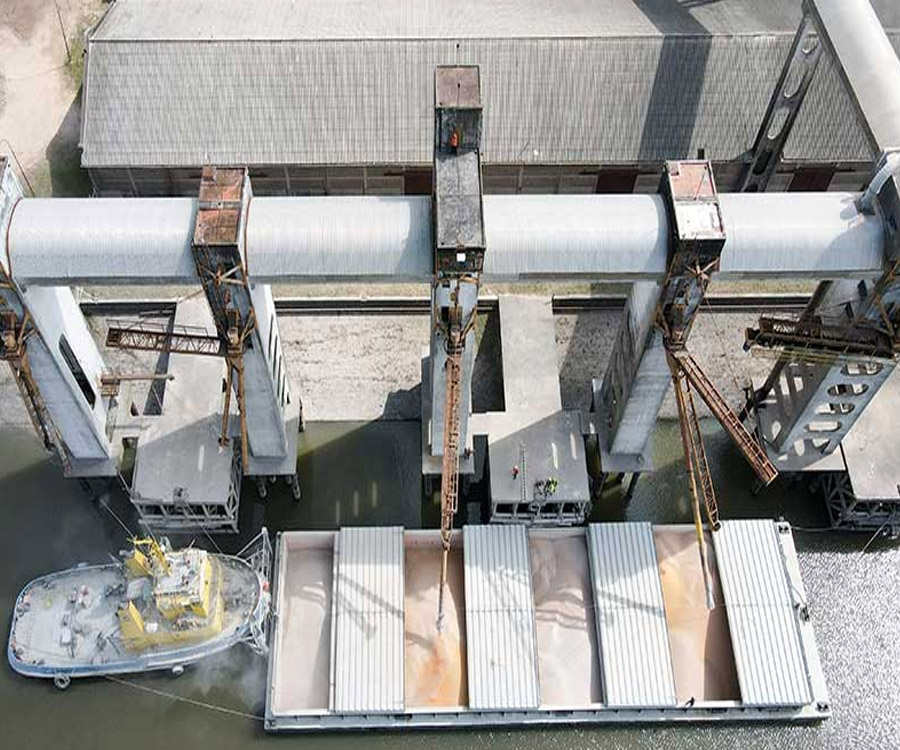 Después de 17 años, el puerto de Concepción del Uruguay volvió a operar con barcazas