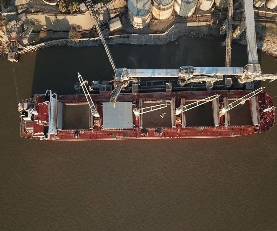 Hidrovía: los buques salen cargados del Gran Rosario con apenas 28.400 toneladas promedio