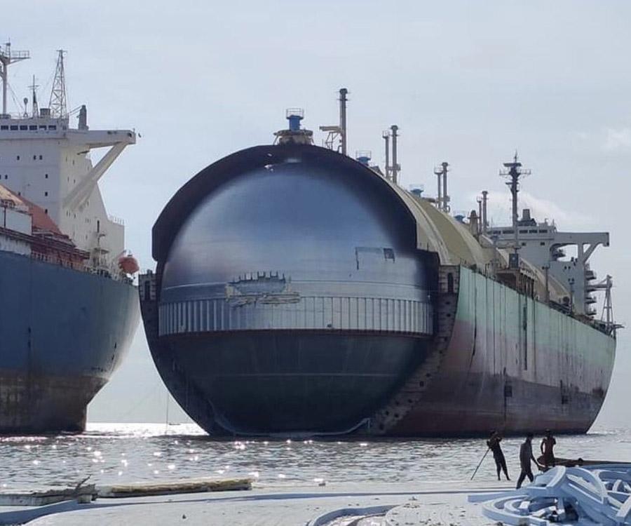 Los grandes buques también mueren en la playa