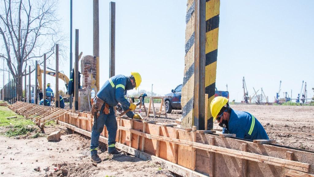 Comerio recorrió obras en el Puerto de San Nicolás y firmó un convenio con Prefectura