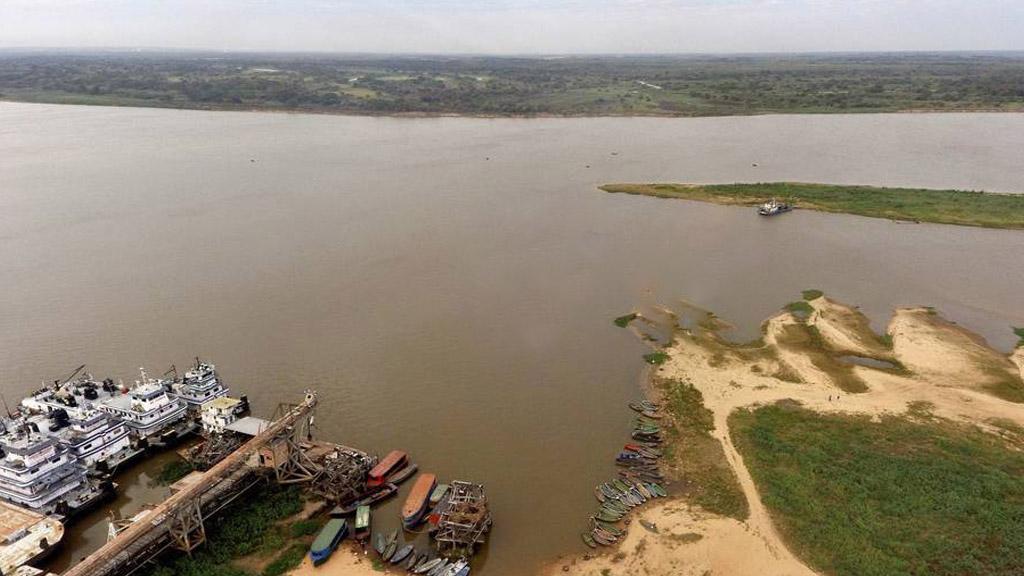 Por la bajante, en Paraguay las barcazas solo pueden cargar el 35% de su capacidad