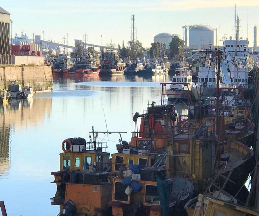 El Puerto de Bahía Blanca entregó elementos de seguridad a los pescadores artesanales