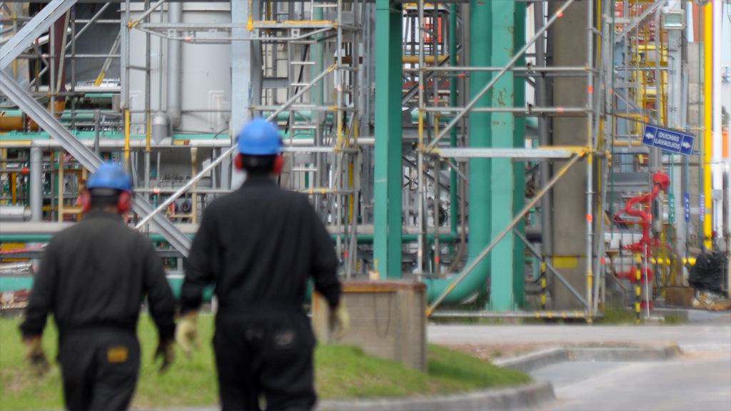 Sector petroquímico: leve mejora en octubre pero apenas utiliza el 50% de su capacidad