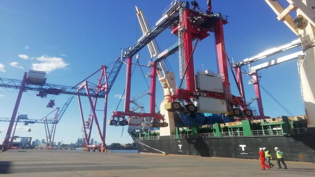 La terminal de contenedores Exolgan completó la compra de modernas grúas