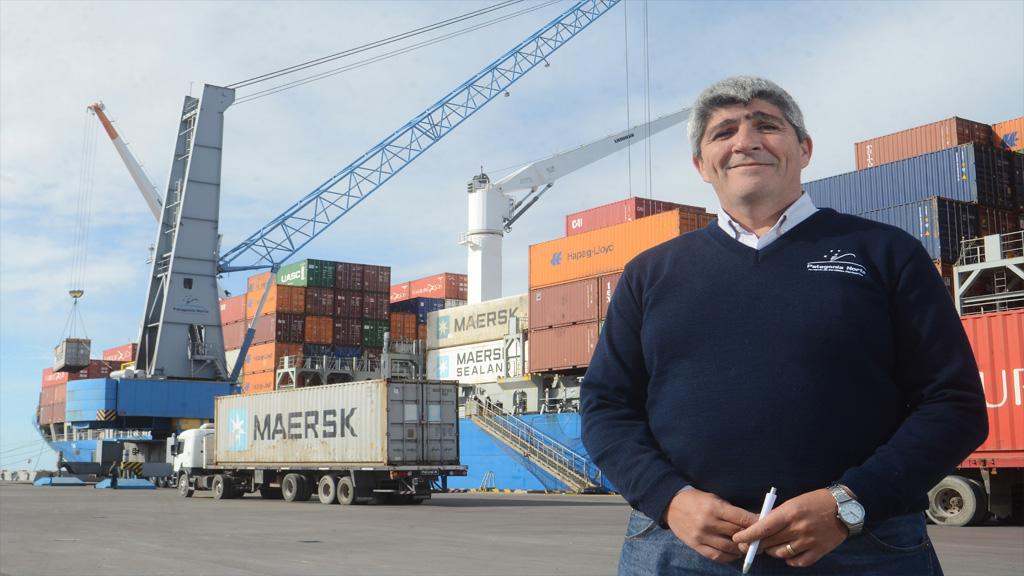 """""""Es inconcebible que Argentina siga moviendo casi todas las cargas por tierra y no por barco"""""""