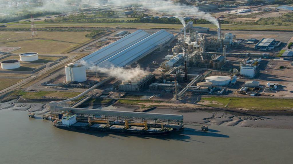 Hace 20 años comenzaba a producir en el país  la planta de urea más grande del mundo