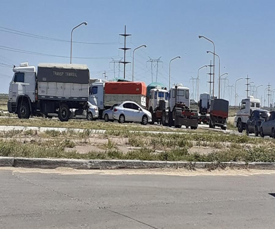 El paro de transportistas empieza a complicar la actividad en varios puertos