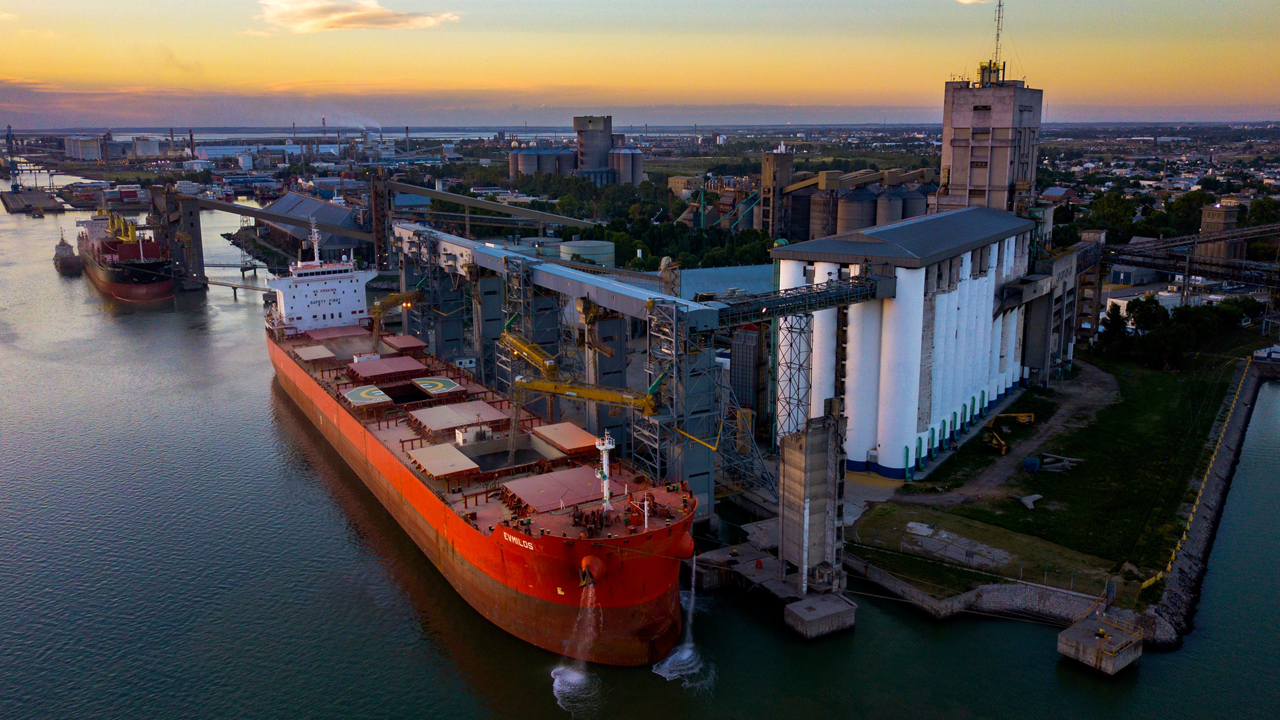 Descargaron 265.770 toneladas de granos en la última semana en el puerto bahiense