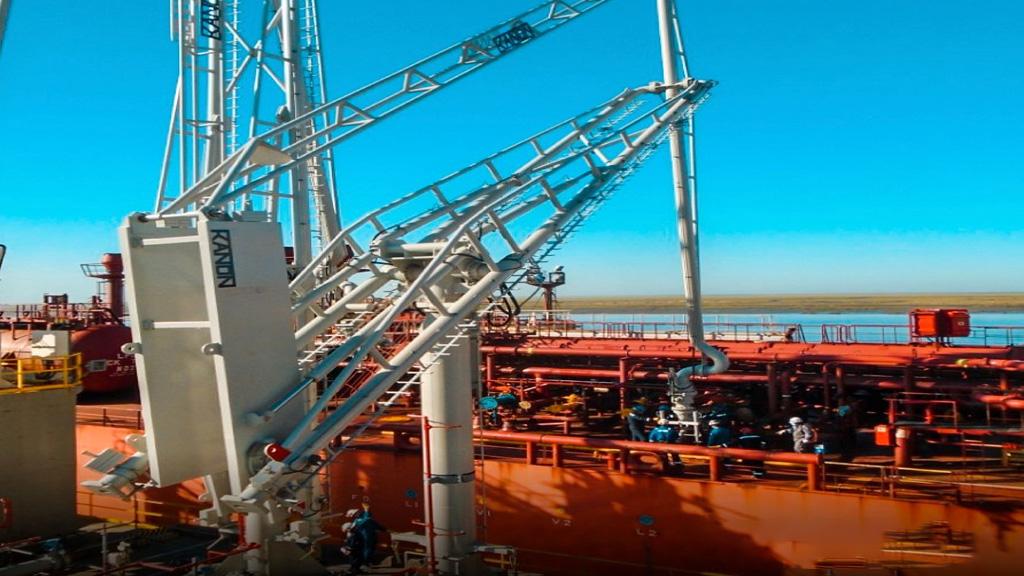 Compañía Mega puso en funcionamiento nuevos brazos de carga en Bahía Blanca