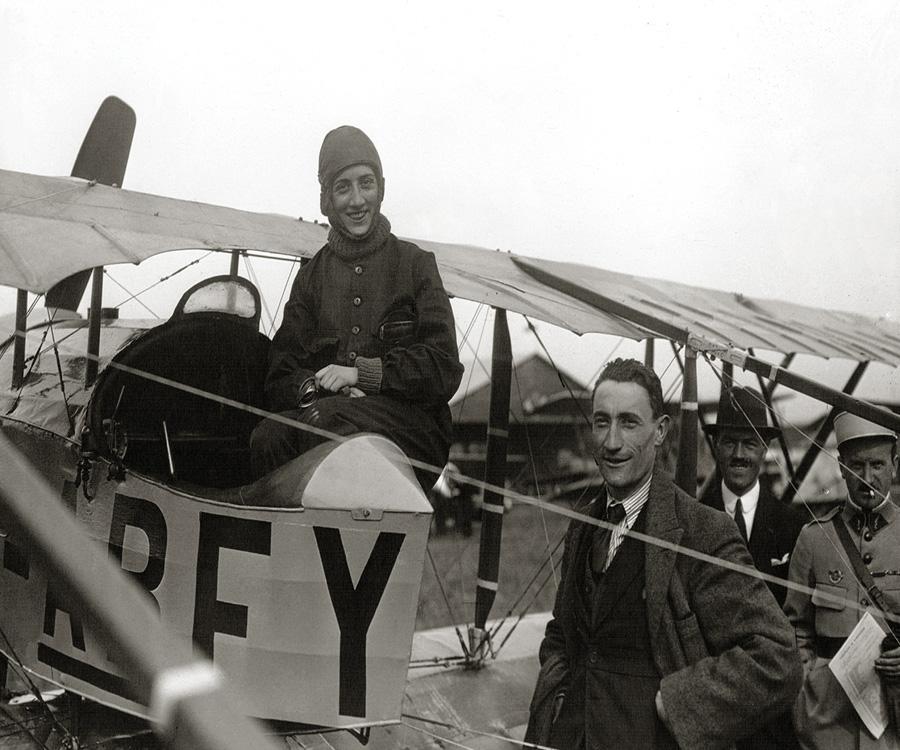 Homenaje a Adrienne Bolland, la primera aviadora que cruzó hace 100 años los Andes