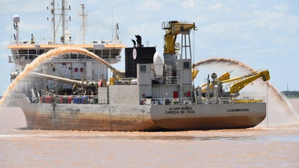 Alberto Fernández descartó que el Estado se vaya a hacer cargo del dragado de la Hidrovía