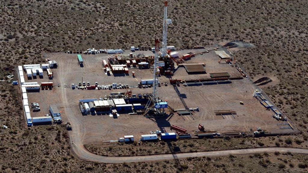 Petroleras reactivan operaciones en Vaca Muerta pero algunas rescindirán contratos