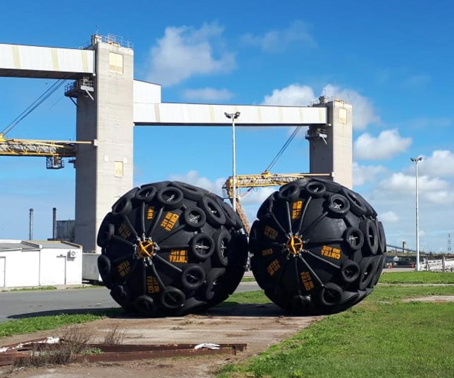 Puerto Quequén renueva el sistema de defensas en sus muelles