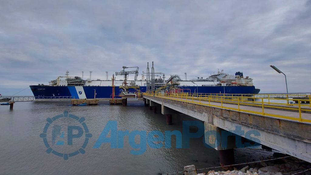 Ya amarró en el puerto de Bahía Blanca el regasificador Exemplar