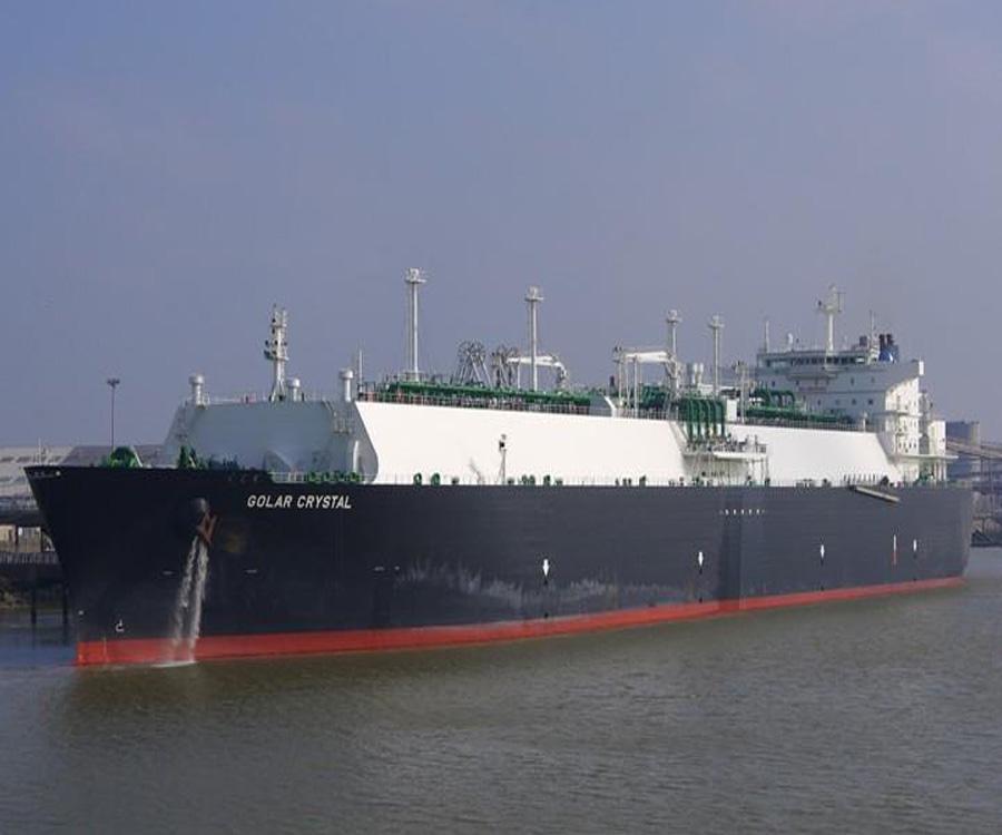 Llegó otro buque con GNL y el maíz lidera el movimiento de granos en Bahía Blanca