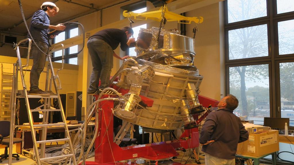 Llegó al puerto de Buenos Aires un telescopio para iniciar estudios sobre el Big Bang