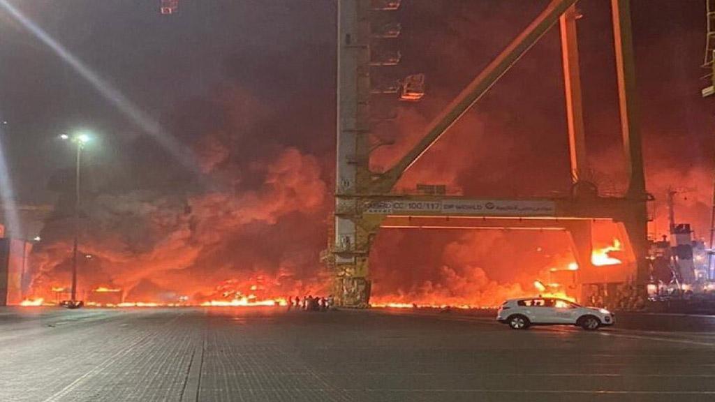Videos: una fuerte explosión sacudió al puerto de Jebel Ali en Dubai